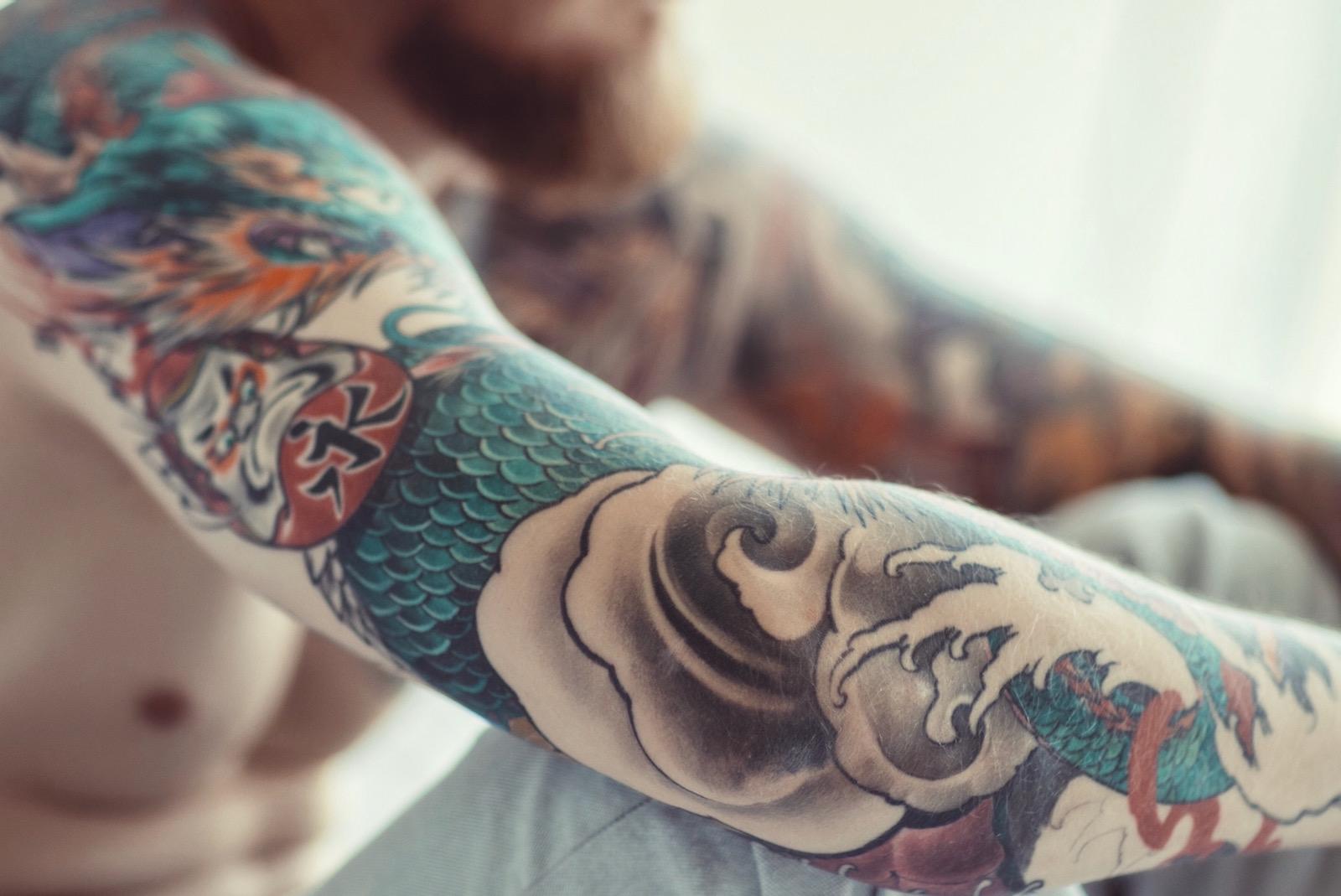 CBD pflegt Tattoos und fördert die Heilung